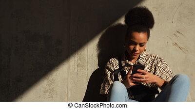 femme, smartphone, mélangé, vue, course, devant
