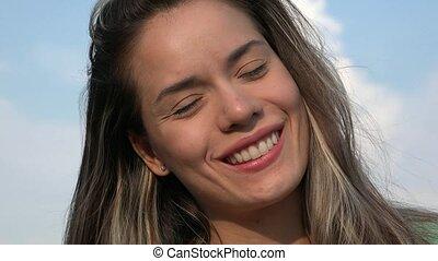 femme souriante, adulte, heureux