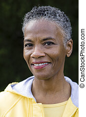 femme souriante, américain, africaine