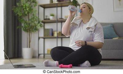 femme, sport, après, rafraîchissant, excès poids
