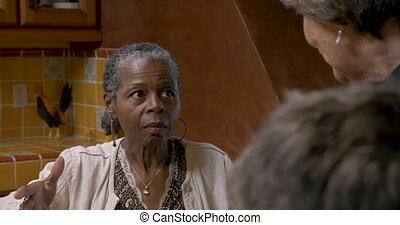 femme, sur, 50, conversation, américain, africaine, sérieux, avoir