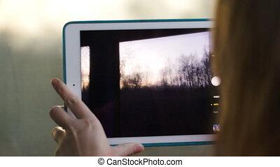 femme, train, tampon, confection, vidéo, dépassement, paysage