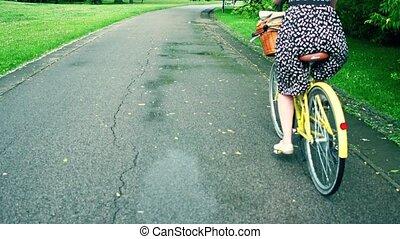 femme, vélo, elle, inconnu, parc, jeune, équitation vélo, sentier, long