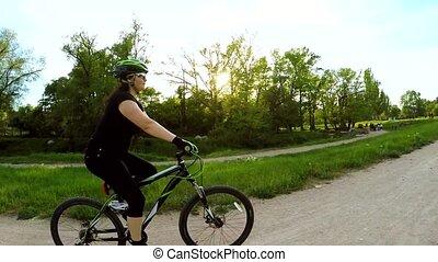 femme, vélo, motion., lent, équitation, park.