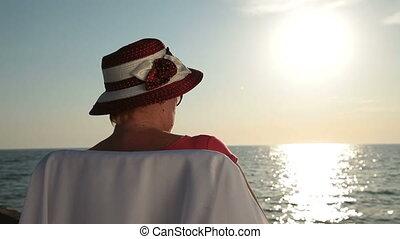 femme, vacances, personne agee