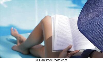 femme, virages, livre, page, piscine, natation