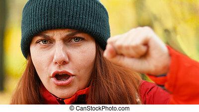 femmes, day., poings, protestation, girl, baston, rights., violence, jeune, discrimination., féminisme, élevé, puissance, international, haut., contre