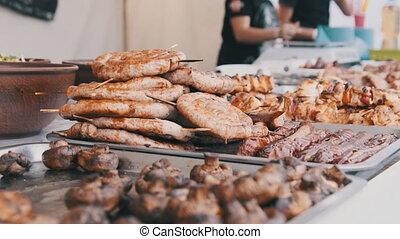 fenêtre., viande, grillé, nourriture, prêt-à-manger, rue, magasin, tout fait, fête