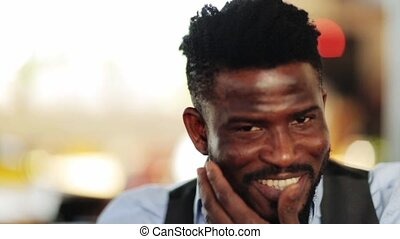 figure, américain, homme souriant, afro, heureux