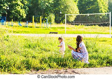 fille parc, mère