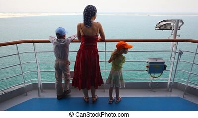 fille, stands, pont, mère, fils, bateau croisière