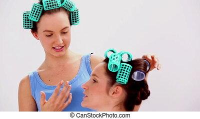 filles, cheveux, c, pyjamas, rouleaux