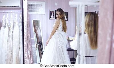 filles, deux, choisir, robede mariée, magasin