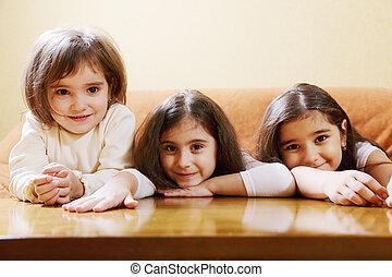 filles, trois