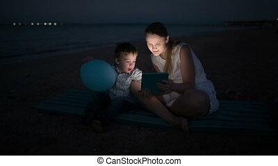 fils, tampon, mère, mer, nuit