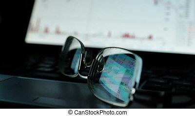 financier, reflet, concept., glasses., commerce ligne, données, stockage