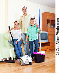 fini, nettoyage, famille heureuse, maison