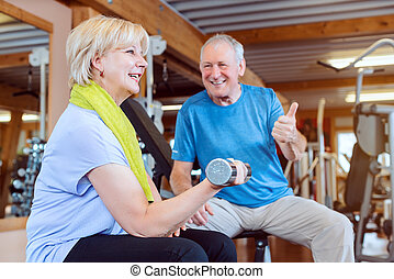 fitness, exercisme, dumbbells, personne agee, gymnase, femme