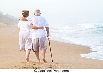 flânerie, couple, plage, personnes agées
