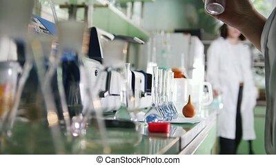 flaks, laboratoire médical, femme, fonctionnement