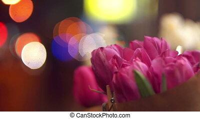 fleur source, rue, nuit