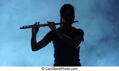 flute., lent, enfumé, musicien, jouer, mouvement, professionnel féminin, studio