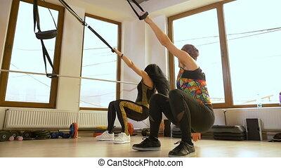 folâtre, gymnase, haut, équipement, fitness, poussée, utilisation, exercice, femmes