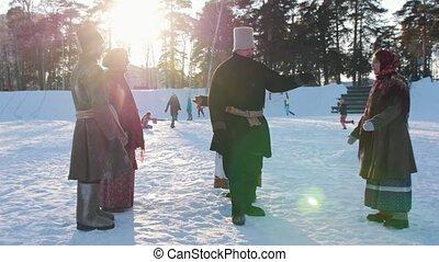 folklorique, cercle, danse, -, femmes, danse, traditionnel, hiver, homme, russe