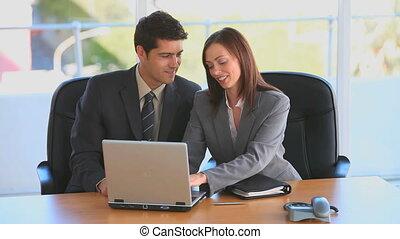 fonctionnement, collègues, leur, ordinateur portable