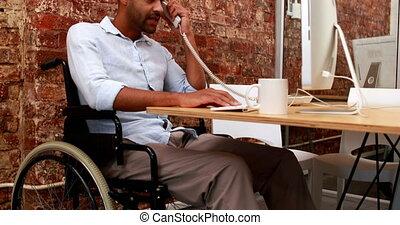 fonctionnement, homme affaires, fauteuil roulant