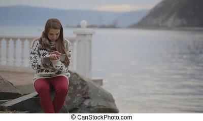 fonctionnement, littoral, lac, séance, localisé, pc., femme, quai, tablette