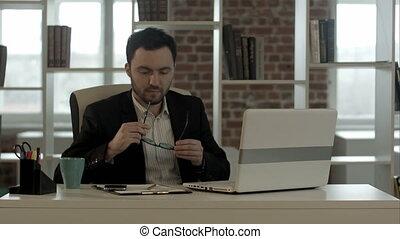 fonctionnement, ordinateur portable, jeune, idée, avoir, nouvel homme