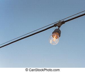 fond, clair, décoration, arrière-cour, bleu, ampoule, câble, éclairé, unique, ciel