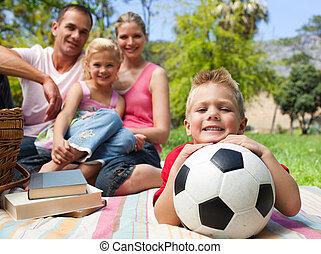 fond, sien, peu, football, avoir, balle, sourire, garçon, amusement, famille