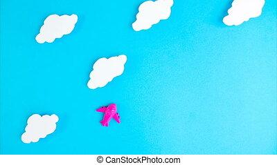 fond, voyage, arrêter mouvement, transport, voler, peu, rose, air, avion, contre, nuages, avion, animation., concept, quarantaine, serrure, bleu, sky., fin, bas