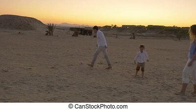 football, plage, jouer, famille