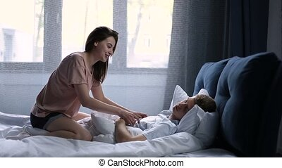 foreplay, couple, après, haut, lit, réveiller, matin