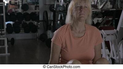 formation, femme, extension, arrière machine, mûrir