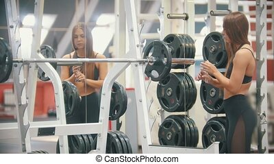 formation, femme, poids, athlète, -, mettre, haltère, gymnase