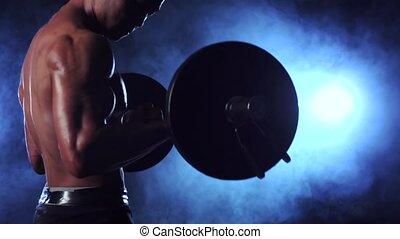 formation, lent, biceps, musculaire, mouvement, arrière-plan., fumée noire, barbell., homme