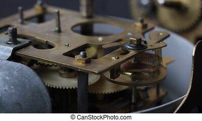 foyer., vieux, horloge, vendange, fonctionnement, macro., haut, mécanisme, montre, mechanism., interne, closeup, engrenages, fin, doux, coup, mouvement