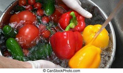 frais, mâle, lavage, vegetables., mains