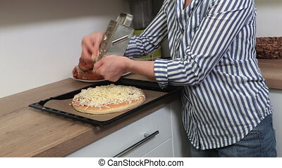 fromage, asperger, pizza, femme, ajouter