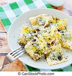 fromage, ravioli, bourré, épinards