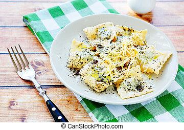 fromage, ravioli, râpé