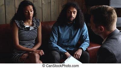 frustré, épouse, plaindre, américain, conversation, mari, africaine, psychologue