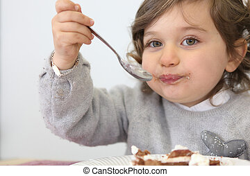 gâteau, girl, morceau, manger, jeune