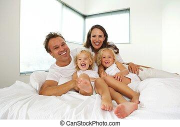 gai, famille, lit, quatre, maison, mensonge