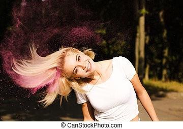 gai, femme, chemise, festival, jeune, cheveux, poser, t, holi, blanc, battement des gouvernes