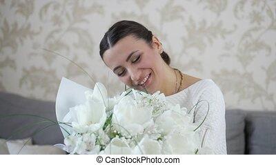 gai, fleurs, bouquet, femme